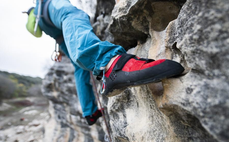 Javi cano escalando con el modelo Kime